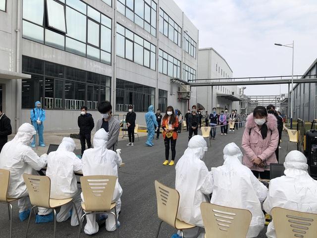Nữ công nhân dương tính SARS-CoV-2 đi lại nhiều nơi, hơn 6.000 người bị phong tỏa  - Ảnh 1.