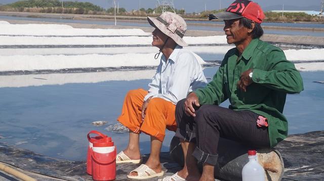 Cận cảnh nghề gieo nước biển đầu năm ở phương Nam - Ảnh 11.