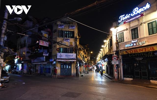 (Ảnh) Phố phường Hà Nội giờ tan tầm những ngày chống dịch Covid-19 không còn cảnh ùn tắc - Ảnh 4.