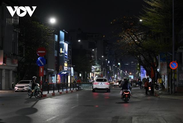 (Ảnh) Phố phường Hà Nội giờ tan tầm những ngày chống dịch Covid-19 không còn cảnh ùn tắc - Ảnh 6.