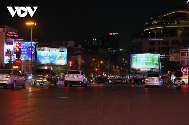 (Ảnh) Phố phường Hà Nội giờ tan tầm những ngày chống dịch Covid-19 không còn cảnh ùn tắc - Ảnh 7.