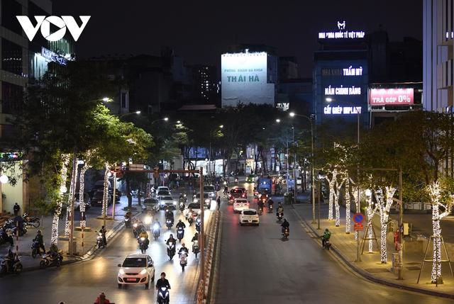 (Ảnh) Phố phường Hà Nội giờ tan tầm những ngày chống dịch Covid-19 không còn cảnh ùn tắc - Ảnh 8.