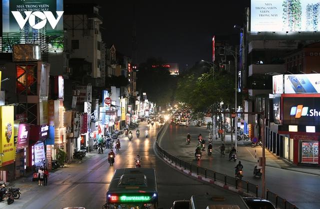 (Ảnh) Phố phường Hà Nội giờ tan tầm những ngày chống dịch Covid-19 không còn cảnh ùn tắc - Ảnh 9.