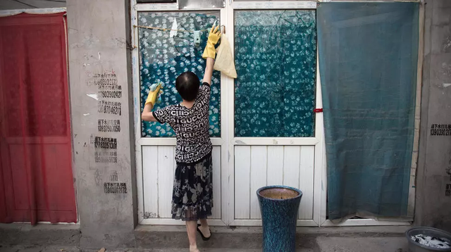 Tại Trung Quốc, 5 năm thanh xuân của các bà nội trợ chỉ đáng giá 8.000 USD, rẻ mạt hơn lương bảo mẫu - Ảnh 1.