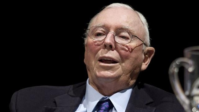 Cánh tay phải của Warren Buffett: Giữa cổ phiếu Tesla và giá Bitcoin không biết cái nào tệ hơn! - Ảnh 1.