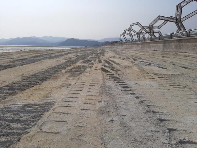 Lấn chiếm vịnh trái phép, chủ dự án BĐS hot nhất Vân Đồn buộc trả nguyên trạng - Ảnh 1.