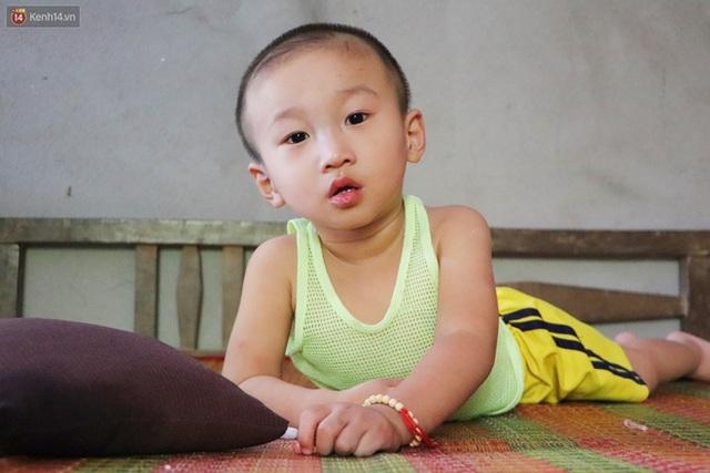 Chồng bỏ, người mẹ trẻ ôm 2 con khờ cầu cứu: Em chỉ ước con mình được chữa bệnh - Ảnh 3.