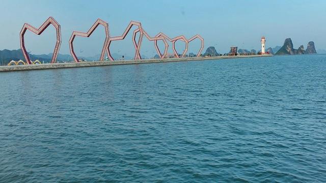 Lấn chiếm vịnh trái phép, chủ dự án BĐS hot nhất Vân Đồn buộc trả nguyên trạng - Ảnh 3.