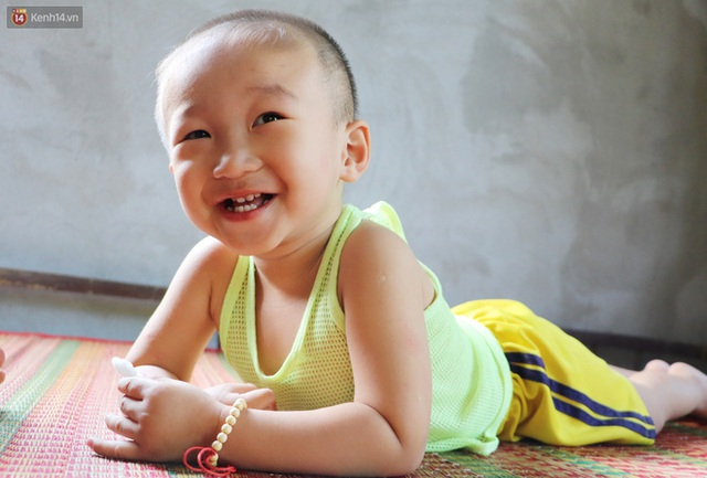 Chồng bỏ, người mẹ trẻ ôm 2 con khờ cầu cứu: Em chỉ ước con mình được chữa bệnh - Ảnh 6.