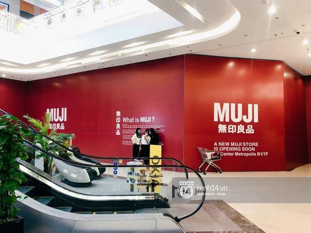 Hot: MUJI âm thầm căng bạt đỏ tại Vincom Center Metropolis, ngày khai trương tại Hà Nội chẳng còn xa - Ảnh 4.