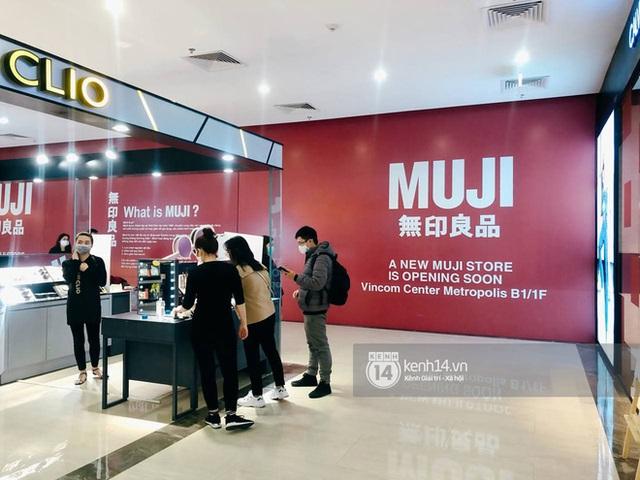 Hot: MUJI âm thầm căng bạt đỏ tại Vincom Center Metropolis, ngày khai trương tại Hà Nội chẳng còn xa - Ảnh 5.