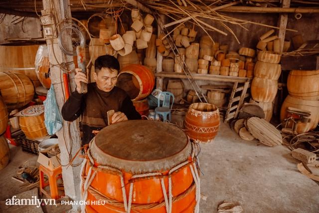 Chuyện khó tin về một dòng họ mất tận nửa năm để đi tìm tấm da trâu đặc biệt làm chiếc trống lớn nhất Việt Nam chào đón năm Tân Sửu 2021! - Ảnh 1.