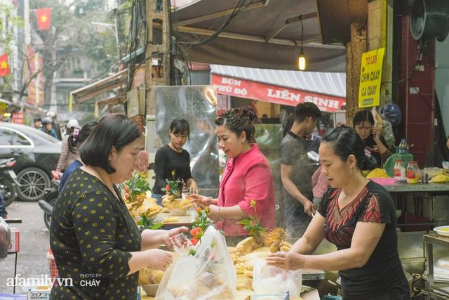 Lý do gà luộc là món không được phép thiếu trong mâm cỗ Việt, kén được kê vương từng khiến NSND Lê Khanh phải xuýt xoa thì cả năm may mắn, sung túc - Ảnh 2.