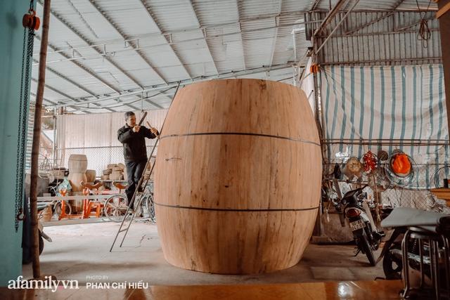 Chuyện khó tin về một dòng họ mất tận nửa năm để đi tìm tấm da trâu đặc biệt làm chiếc trống lớn nhất Việt Nam chào đón năm Tân Sửu 2021! - Ảnh 11.
