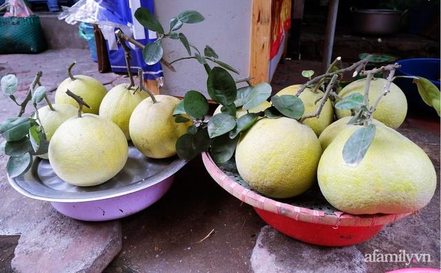 Thị trường đồ lễ ông Công ông Táo sôi động, đồ cúng hàng mã giữ nguyên giá nhưng thực phẩm, hoa quả tăng giá 30% - Ảnh 15.