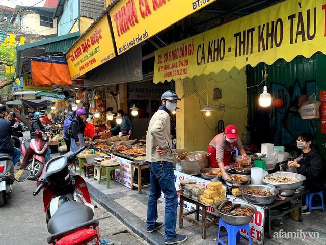 Thị trường đồ lễ ông Công ông Táo sôi động, đồ cúng hàng mã giữ nguyên giá nhưng thực phẩm, hoa quả tăng giá 30% - Ảnh 17.