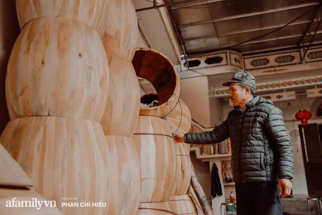 Chuyện khó tin về một dòng họ mất tận nửa năm để đi tìm tấm da trâu đặc biệt làm chiếc trống lớn nhất Việt Nam chào đón năm Tân Sửu 2021! - Ảnh 2.