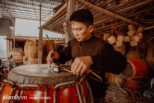 Chuyện khó tin về một dòng họ mất tận nửa năm để đi tìm tấm da trâu đặc biệt làm chiếc trống lớn nhất Việt Nam chào đón năm Tân Sửu 2021! - Ảnh 4.