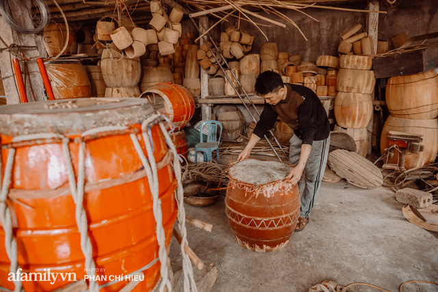Chuyện khó tin về một dòng họ mất tận nửa năm để đi tìm tấm da trâu đặc biệt làm chiếc trống lớn nhất Việt Nam chào đón năm Tân Sửu 2021! - Ảnh 5.