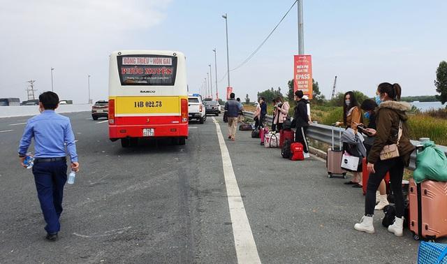 Quảng Ninh dừng hoạt động xe khách liên tỉnh, ra khỏi tỉnh phải có giấy xét nghiệm âm tính  - Ảnh 1.