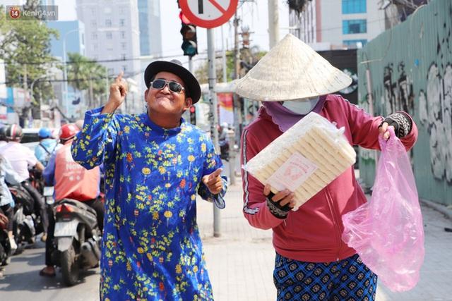 Gặp người cha khùng mặc áo dài nhảy múa trên đường phố Sài Gòn nuôi 3 đứa con ăn học: Mình có lường gạt ai đâu mà phải xấu hổ - Ảnh 16.