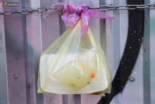 Gặp người cha khùng mặc áo dài nhảy múa trên đường phố Sài Gòn nuôi 3 đứa con ăn học: Mình có lường gạt ai đâu mà phải xấu hổ - Ảnh 10.