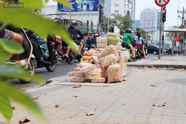 Gặp người cha khùng mặc áo dài nhảy múa trên đường phố Sài Gòn nuôi 3 đứa con ăn học: Mình có lường gạt ai đâu mà phải xấu hổ - Ảnh 11.