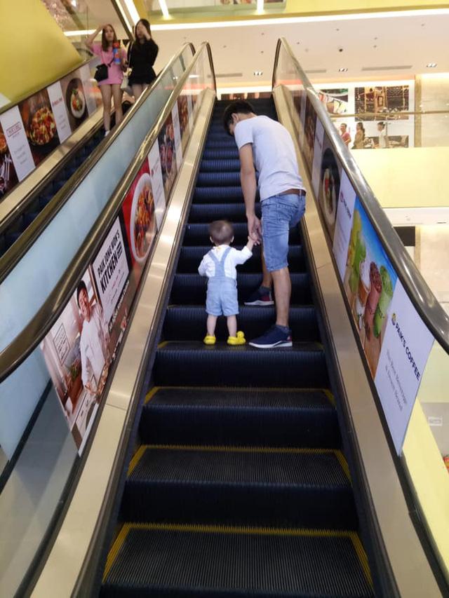 Chùm ảnh đốn tim tiết lộ cuộc sống thường ngày của người hùng cứu cháu bé rơi từ tầng 12 chung cư: Yêu vợ, thương con hết mực! - Ảnh 11.