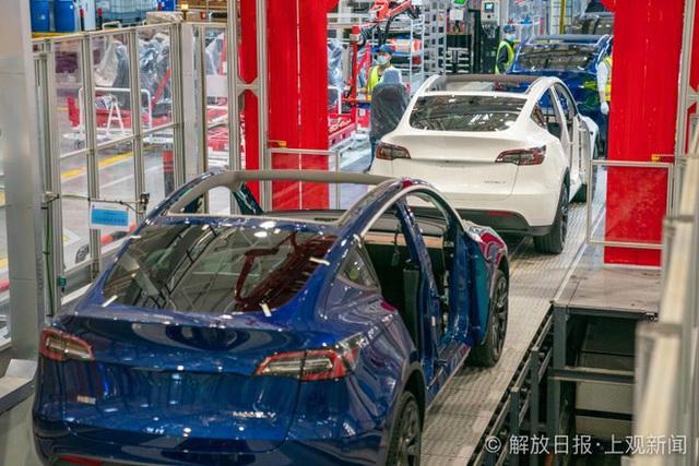 Bên trong siêu nhà máy Tesla Thượng Hải: Chủ tịch ngồi cạnh dây chuyền sản xuất, mọi thứ tự động hóa tối đa, dấu vết từng con ốc đều có thể truy xuất - Ảnh 12.