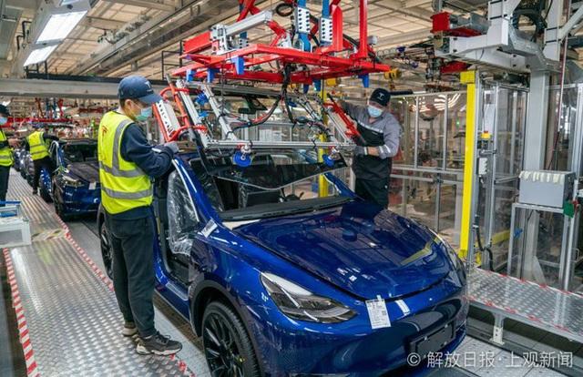 Bên trong siêu nhà máy Tesla Thượng Hải: Chủ tịch ngồi cạnh dây chuyền sản xuất, mọi thứ tự động hóa tối đa, dấu vết từng con ốc đều có thể truy xuất - Ảnh 14.
