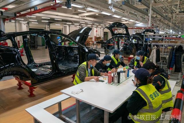 Bên trong siêu nhà máy Tesla Thượng Hải: Chủ tịch ngồi cạnh dây chuyền sản xuất, mọi thứ tự động hóa tối đa, dấu vết từng con ốc đều có thể truy xuất - Ảnh 22.