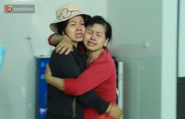 Ảnh: Người thân bật khóc xúc động khi nhắc lại khoảnh khắc con trai cứu sống bé gái 3 tuổi rơi từ tầng 12 - Ảnh 6.