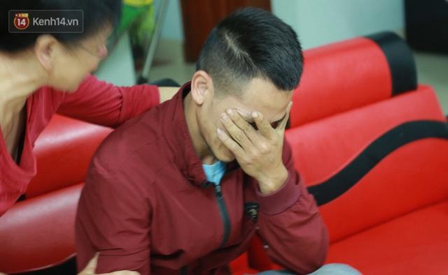 Ảnh: Người thân bật khóc xúc động khi nhắc lại khoảnh khắc con trai cứu sống bé gái 3 tuổi rơi từ tầng 12 - Ảnh 9.