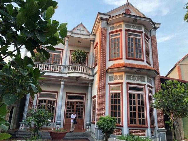 Chuyện lạ ở Hà Nội: Cụ ông U80 dùng cân đếm tiền, có 11 vợ, người trẻ nhất mới hơn 20 tuổi - Ảnh 2.