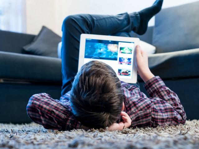 Từ vụ Thơ Nguyễn: Tác hại khủng khiếp khi trẻ nhỏ dán mắt xem mặt tối của YouTube ngay trên YouTube Kids - Ảnh 3.