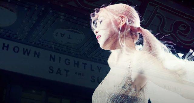 Rose (BlackPink) diện đầm siêu thực của Công Trí trong MV đầu tay - Ảnh 1.