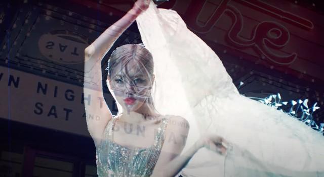 Rose (BlackPink) diện đầm siêu thực của Công Trí trong MV đầu tay  - Ảnh 7.