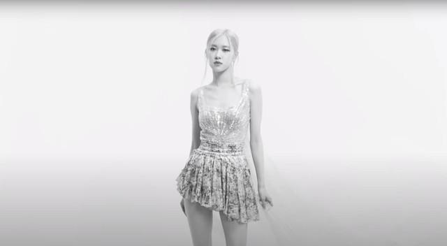Rose (BlackPink) diện đầm siêu thực của Công Trí trong MV đầu tay  - Ảnh 3.