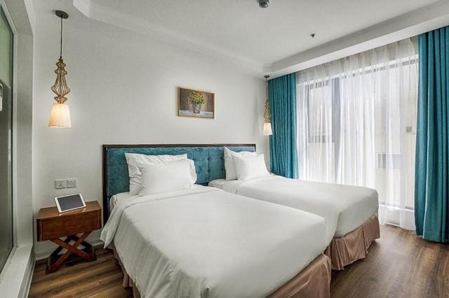 """Loạt khách sạn 4 sao Đà Nẵng giá rẻ """"giật mình"""": Chưa tới 500k/đêm, vị trí ngay trung tâm, có cả hồ bơi, ăn sáng miễn phí - Ảnh 1."""