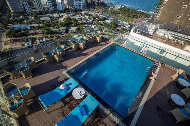 """Loạt khách sạn 4 sao Đà Nẵng giá rẻ """"giật mình"""": Chưa tới 500k/đêm, vị trí ngay trung tâm, có cả hồ bơi, ăn sáng miễn phí - Ảnh 2."""