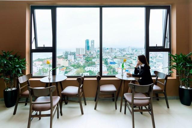 """Loạt khách sạn 4 sao Đà Nẵng giá rẻ """"giật mình"""": Chưa tới 500k/đêm, vị trí ngay trung tâm, có cả hồ bơi, ăn sáng miễn phí - Ảnh 4."""