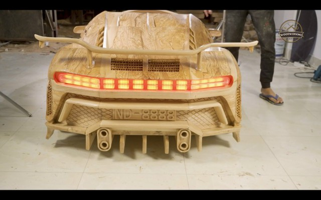 Độc nhất vô nhị: Bố trẻ dành 40 ngày làm siêu xe Bugatti Centodieci bằng gỗ tặng con trai - Ảnh 4.