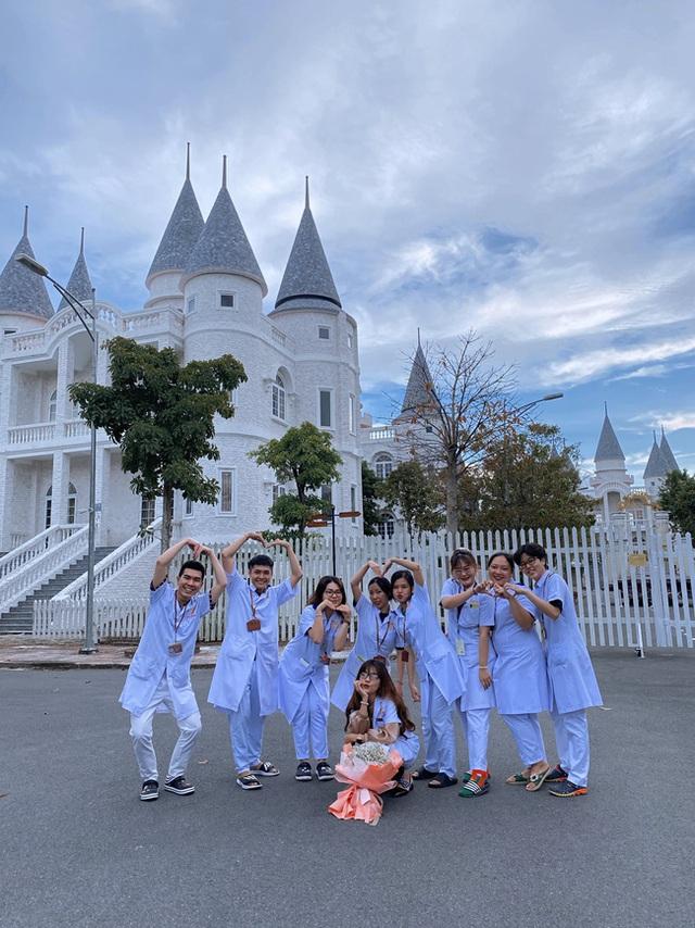 Một trường Đại học cung điện độc nhất vô nhị, ở Việt Nam mà cứ tưởng lạc tới trời Âu, có cả công viên giải trí siêu hoành tráng - Ảnh 16.