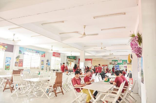 Một trường Đại học cung điện độc nhất vô nhị, ở Việt Nam mà cứ tưởng lạc tới trời Âu, có cả công viên giải trí siêu hoành tráng - Ảnh 17.