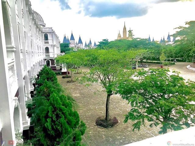 Một trường Đại học cung điện độc nhất vô nhị, ở Việt Nam mà cứ tưởng lạc tới trời Âu, có cả công viên giải trí siêu hoành tráng - Ảnh 5.