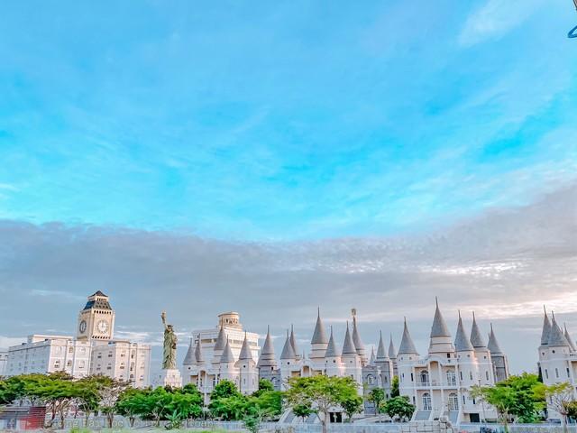 Một trường Đại học cung điện độc nhất vô nhị, ở Việt Nam mà cứ tưởng lạc tới trời Âu, có cả công viên giải trí siêu hoành tráng - Ảnh 6.