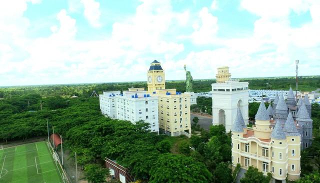 Một trường Đại học cung điện độc nhất vô nhị, ở Việt Nam mà cứ tưởng lạc tới trời Âu, có cả công viên giải trí siêu hoành tráng - Ảnh 7.