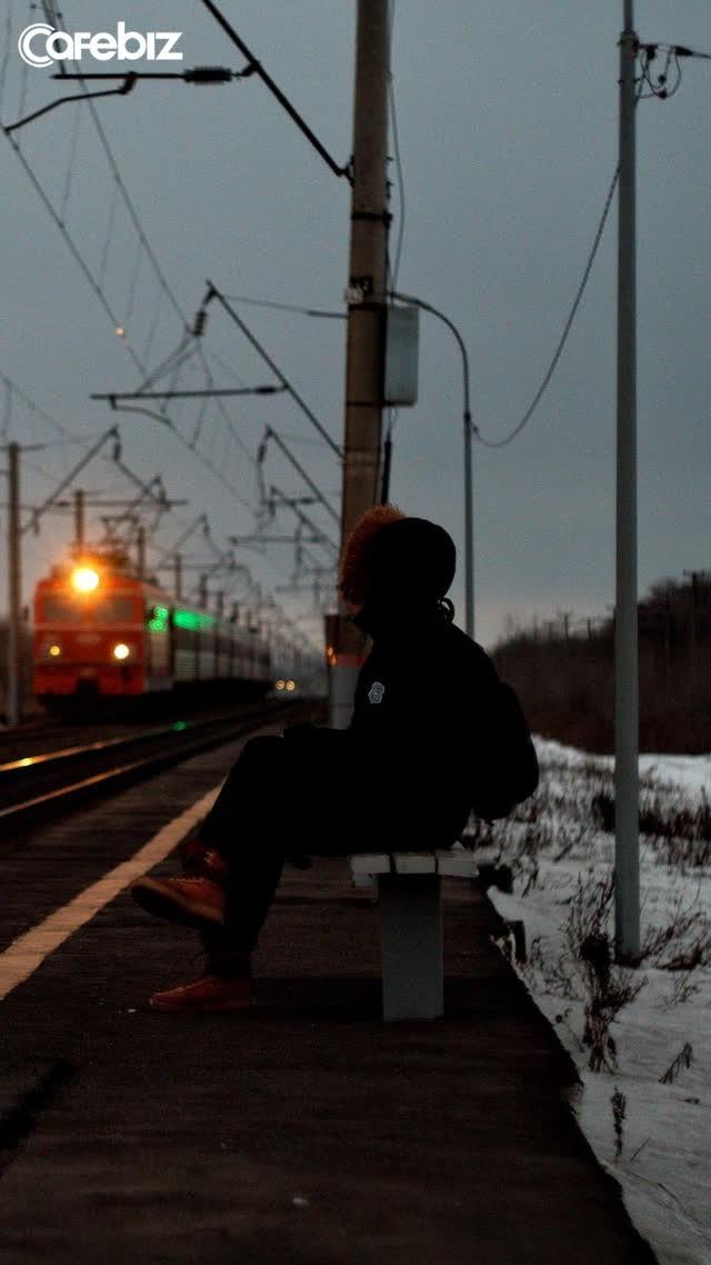 Đời người như những chuyến tàu, đừng mải mê chạy theo chuyến tàu của người khác mà quên đi bản thân mình - Ảnh 1.