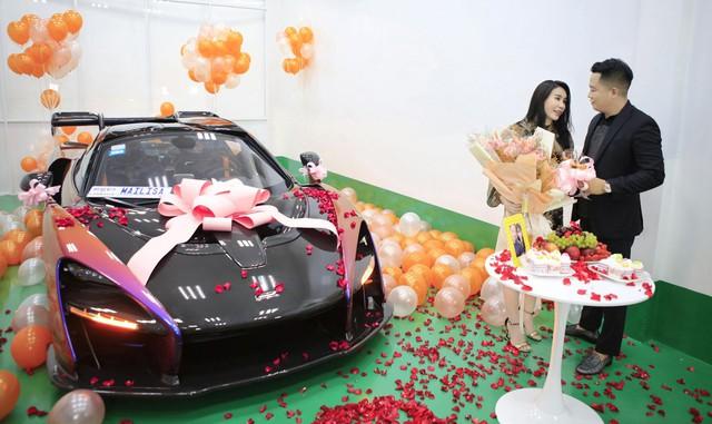 Nữ đại gia U50 - chủ viện thẩm mỹ nổi tiếng ở Sài Gòn sở hữu dàn siêu xe trăm tỷ, tiết lộ bỏ hàng chục tỷ trả lương cho nhân viên, tạp vụ thấp nhất cũng từ 10 triệu trở lên! - Ảnh 2.