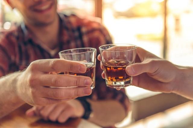 3 thói quen ăn uống gây ung thư thực quản cực nhanh, tất cả đều nằm trong danh sách đen của WHO nhưng ít ai để ý - Ảnh 1.